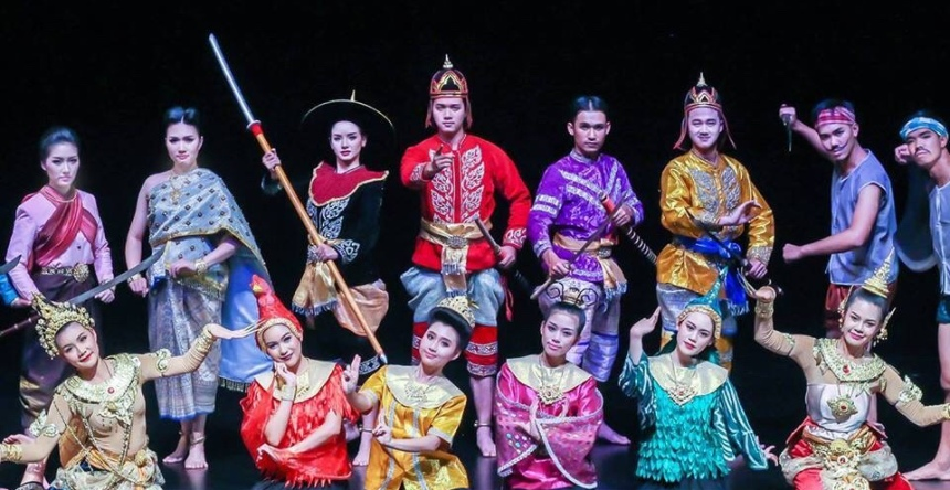 ChiangMaiCollegeOfDramaticArtsShow2017CoverRecadrée.jpg